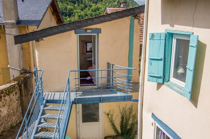 gite escalier cour extérieure
