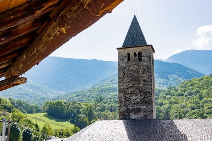 vue terrasse clocher montagne ariège